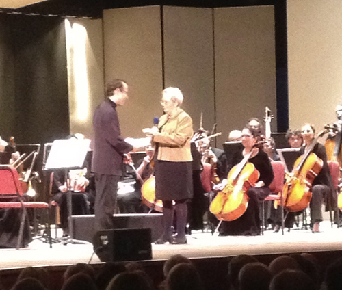 Vanguard President Suzanne Waltz presents Support Fund to Maestro David Alan Miller